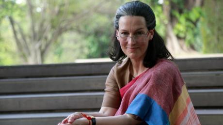 """Die deutsche Schauspielerin Suzanne Bernert als Politikerin Sonia Gandhi im indischen Film """"The Accidental Prime Minister""""."""