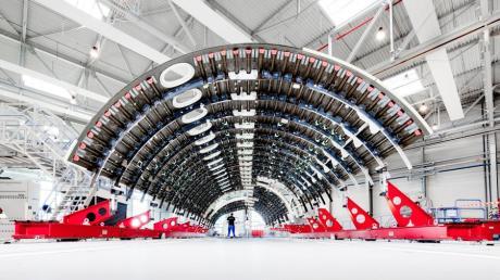 In Augsburg produziert Premium Aerotec unter anderem Seitschalen.