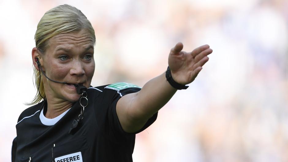 Schiedsrichterin Steinhaus: Spielern ist egal, ob ein Mann