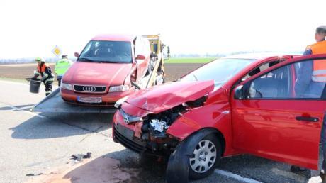 Am Freitagnachmittag kam es an der Einmündung des Reimlinger Heuwegs in die B 25 zu einem schweren Unfall