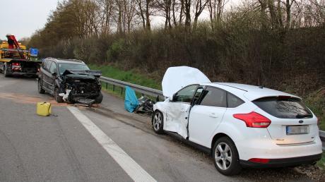 Insgesamt drei Autos waren in den Unfall auf der A7 am Dienstagabend verwickelt. Zwei Personen wurden verletzt.