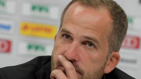 DFB-Trainer Manuel Baum glaubt, dass die fehlende Kulisse bei Geisterspielen viele Bundesligaspieler hemmt.