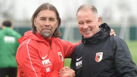 FCA-Trainer Martin Schmidt (links) fühlt sich wohl in Augsburg.
