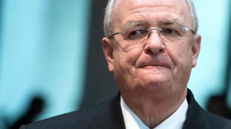 Martin Winterkorn, ehemaliger Vorstandsvorsitzender von Volkswagen, wird Betrug vorgeworfen. Kommt es zum Urteil, muss er vielleicht zehn Jahre ins Gefängnis.