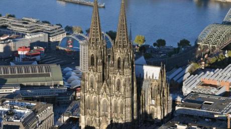 Der Kölner Dom besitzt einen Dachstuhl aus Eisen aus dem 19. Jahrhundert - und ist daher weniger brandgefährdet.