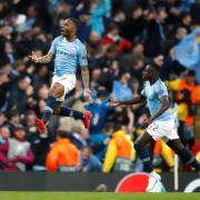 Raheem Sterling (l) von Manchester City jubelt über das 1:0 gegen Tottenham. Foto: Martin Rickett/PA Wire/dpa