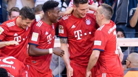 Der FC Bayern München legte im Meisterschaftsrennen dank des Treffers von Niklas Süle (2.v.r.) vor.