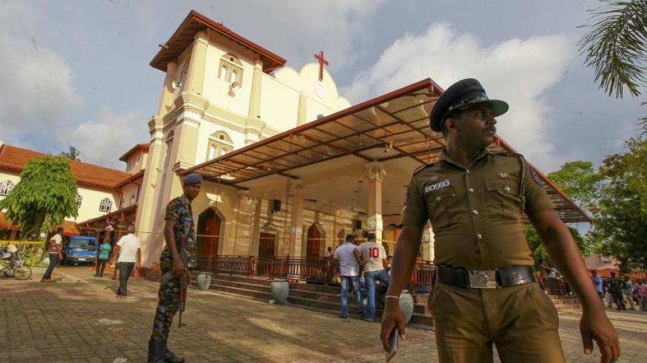 Sri-lankische Armeesoldaten sichern das Gebiet rund um die St.-Sebastians-Kirche. Foto: Chamila Karunarathne/AP
