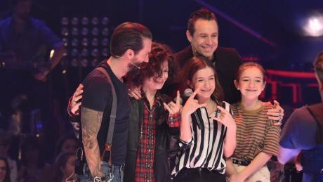 """""""The Voice Kids"""" 2020: Start, Sendetermine, Jury, Live im TV und im Stream - die Infos gibt es hier. In der vergangenen Staffel haben die Augsburger Schwestern Mimi und Josy gewonnnen"""