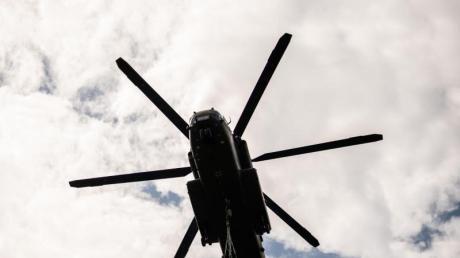 Hubschrauber der Bundeswehr vom Typ CH-53 waren bei Leipheim unterwegs.