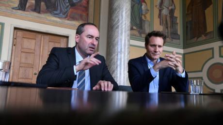 Wirtschaftsminister Hubert Aiwanger und Grünen-Fraktionschef Ludwig Hartmann haben sich mit uns zum Streitgespräch über das Thema Flächenverbrauch im Bayerischen Landtag getroffen.