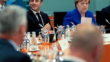Angela Merkel und Emmanuel Macron haben die Staats- und Regierungschefs von Bosnien-Herzegowina, Kroatien, Kosovo, Montenegro, Serbien und Slowenien ins Kanzleramt nach Berlin eingeladen.