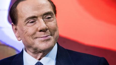 Berlusconi hat sich trotz seines Alters und gesundheitlicher Probleme als Kandidat für die Europawahl Ende Mai aufstellen lassen.