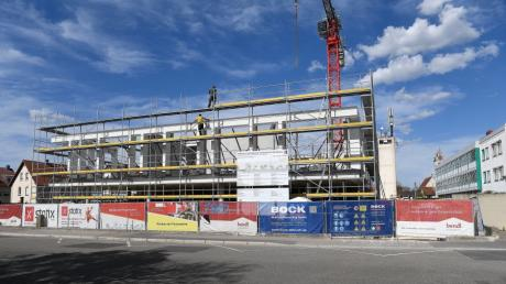 Der zweite Stock nimmt bereits Gestalt an. Die neue Günzburger Feuerwache in der Stadtmitte Am Stadtbach 3A soll 2021 in Betrieb gehen.