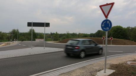 Der Kreisverkehr bei Oberrohr dient als Zufahrt zum neuen Gewerbegebiet von Ursberg.