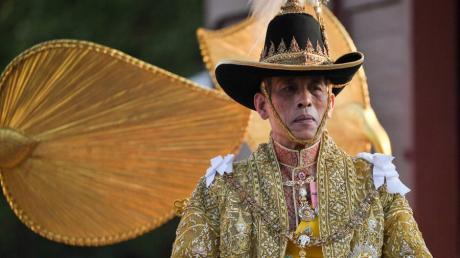 Mit einer großen Prozession durch Bangkok hat Thailand seinen frisch gekrönten König Maha Vajiralongkorn gefeiert.