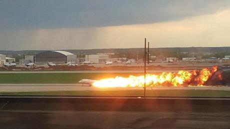 Erst im Mai starben 41 Menschen, als nach einer Bruchlandung auf dem Flughafen Scheremetjewo in Moskau ein Suchoi Superjet 100 in Flammen aufging.