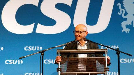 Ohne Alfred Sauter lief jahrzehntelang nichts in der CSU im Kreis Günzburg. Jetzt stolpert er über dubiose Geschäfte, in die auch die Bürgerstiftung im Landkreis verwickelt ist.
