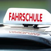 Ein Fahrlehrer in Neu-Ulm rastete völlig aus.