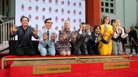 """Die Schauspieler von """"Big Bang Theory"""": In Deutschland läuft das Finale der beliebten Sitcom heute am 25.11.19 auf ProSieben. Zuvor zeigt der Sender den """"Big Bang Theory""""-Marathon."""