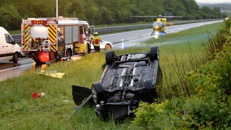 Bei einem Unfall auf der A8 ist eine 25-Jährige schwer verletzt worden.