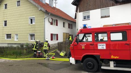 In einem Apfeldorfer Wohnhaus gab es am Mittwoch eine Verpuffung. Eine junge Frau wurde verletzt.