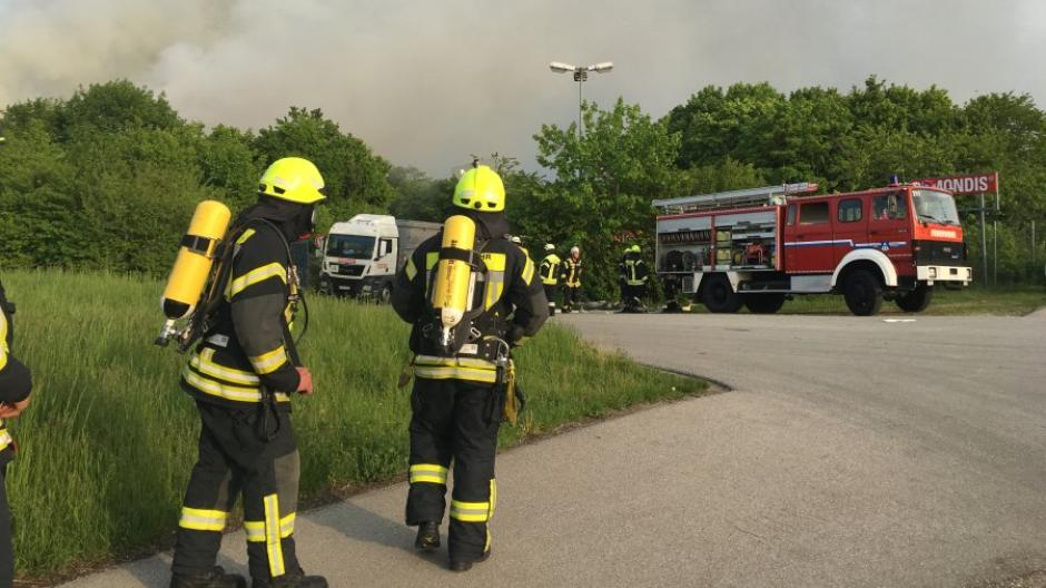 Sehr Königsbrunn: Dichte Rauchwolke über Königsbrunn - Industriemüll PP77