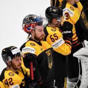 Leere Blicke bei den deutschen Eishockey-Nationalspielern: Das DEB-Team verlor 1:5 im WM-Viertelfinale gegen Tschechien. Foto: Monika Skolimowska
