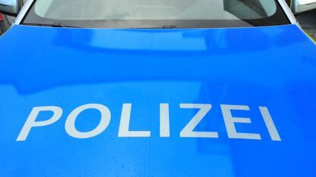 Bei einem Zusammenstoß von zwei Autos ensteht ein Schaden von 11000 Euro.