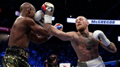 Im Sommer 2017 vermöbelte Box-Großverdiener Floyd Mayweather (links) den irischen MMA-Star Conor McGregor. Jetzt deutete Mayweather auf Instagram einen möglichen Rückkampf in diesem Jahr an.