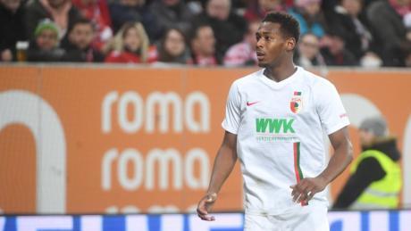 Reece Oxford spielt nun endgültig beim FC Augsburg. Rund zwei Millionen Euro soll der FCA an West Ham United überwiesen haben.