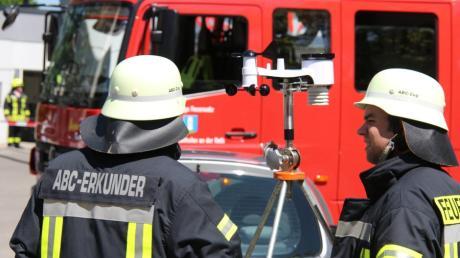 Ein Windmesser gehört zur Ausstattung des Erkundungstrupps aus Neu-Ulm, der am Freitagnachmittag bei einem Gefahrgut-Einsatz in der Pfaffenhofer Ortsmitte beteiligt war.