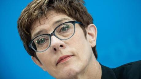 Annegret Kramp-Karrenbauer, Bundesvorsitzende der CDU, spricht bei einer Pressekonferenz nach der zweitägigen Klausur des CDU Bundesvorstands.