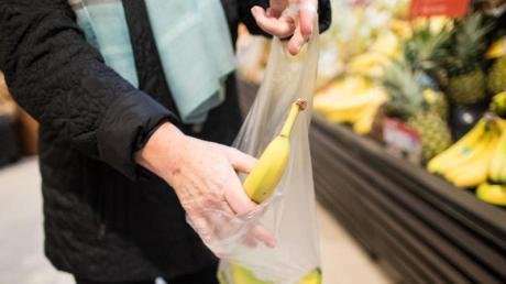 Der Discounter Aldi schafft die kostenlosen Obst- und Gemüsebeutel aus dünnem Plastik ab.