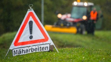 Die Pflege öffentlicher Grünanlagen gehört zu den klassischen Aufgaben eines Bauhofs (Symbolbild).