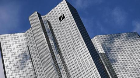 Die Deutsche Bank will offenbar eine «Bad Bank» mit Anlagen im Volumen von bis zu 50 Milliarden Euro gründen. Foto: Arne Dedert