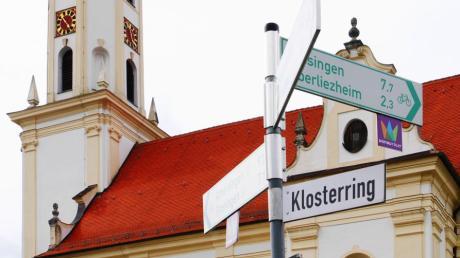 Die Straße Klosterring in Unterliezheim hat eine reiche Geschichte. Sie ist ringförmig und im Herzen der Ortschaft. Sie ist auch deshalb sehr bekannt, weil rund um die Kirche und das Klosterbräu viele Radtouristen vorbei kommen.