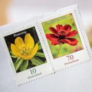 Wer noch 70-Cent-Briefmarken hat, muss sie ab dem 1. Juli für einen mit der Deutschen Post versendeten Brief mit einer 10-Cent-Marke ergänzen. Foto: Fabian Sommer