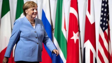 """Vor ihrer Abreise nach Osaka erlitt Bundeskanzlerin Angela Merkel erneut einen Zitteranfall. Sie beteuert aber: """"Mir geht es gut."""""""