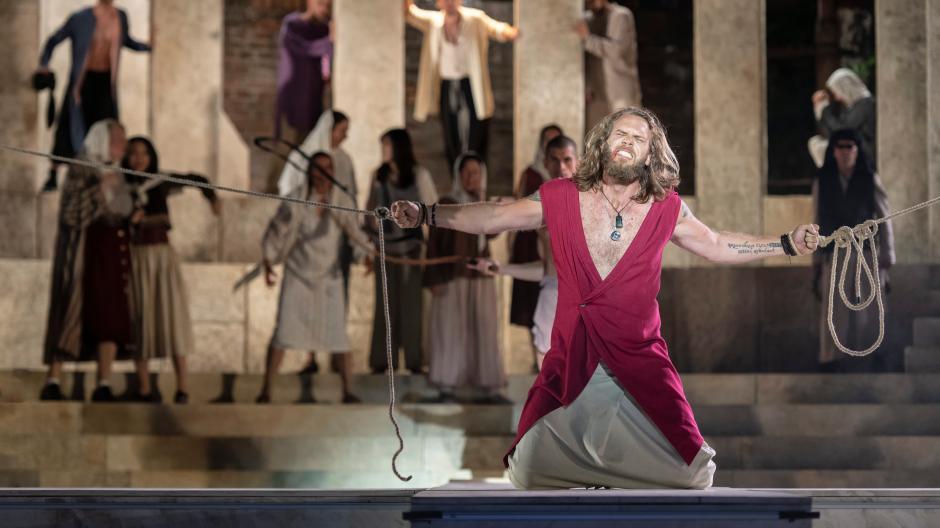 Jesus Karte Ziehen.Staatstheater Augsburg Freilichtbühne Feiert Premiere Was Für Ein