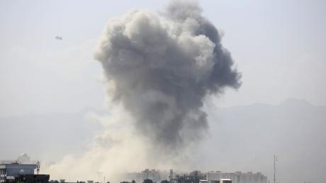 Am Montagmorgen stieg eine riesige Rauchwolke über Kabul auf.