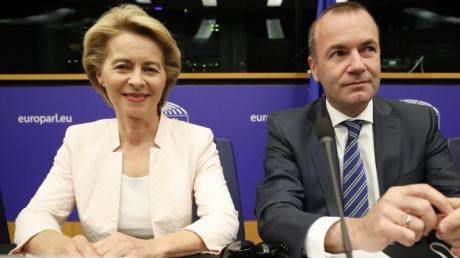 Im EU-Parlament: Ursula von der Leyen (CDU), Kandidatin für den Posten der EU-Kommissionspräsidentin, und Manfred Weber (CSU), der als EVP-Spitzenkandidat das Amt auch anstrebte. Foto: Jean-Francois Badias/AP