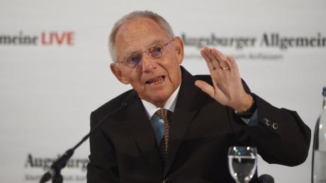 """Wolfgang Schäuble stärkt Ursula von der Leyen beim """"Augsburger Allgemeine Live"""" den Rücken - trotz der für ihn berechtigen Kritik über das Verfahren."""