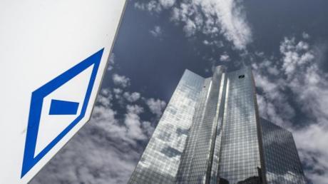Die Deutsche Bank hat eine umfangreiche Neuausrichtung auf den Weg gebracht. Der Konzernumbau werde bis Ende 2022 voraussichtlich 7,4 Milliarden Euro kosten. Foto: Boris Roessler