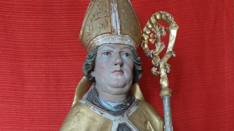 Die spätgotische Figur stellt den Heiligen Martin dar.