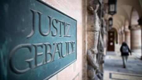 Vor dem Landgericht Nürnberg-Führt wurde ein Mann schuldig gesprochen. Er hatte für zwei Automaten-Sprenger einen Leihwagen angemietet und sich damit als Mittäter verdingt.