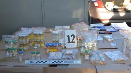 Europol zeigt sichergestellte Substanzen. Foto: Europol