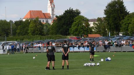 Der FCA war im Sommer 2019 in Jettingen zu Gast. In der Halbzeitpause gab es einen Zwischenfall.