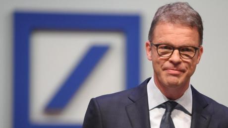 Deutsche-Bank-Chef Christian Sewing kündigt an, dass auch inDeutschland eine «substanzielle Zahl an Stellen» wegfällt. Foto: Arne Dedert
