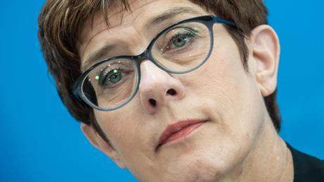 CDU-Chefin Annegret Kramp-Karrenbauerie wechselt nun doch ins Kabinett und wird Verteidigungsministerin. Foto: Michael Kappeler